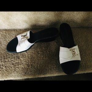 Ladies sandals size 9.5